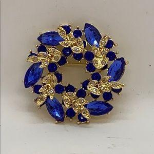 Jewelry - Deep blue & white rhinestones wreath brooch pin
